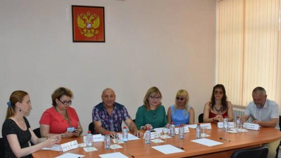 Руководит встречей Председатель Общественной палаты Севастополя Халайчев Евгений Георгиевич